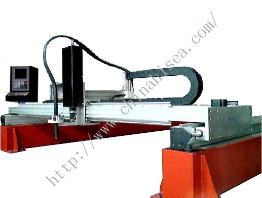 Automatic overlaying welder for wear plate