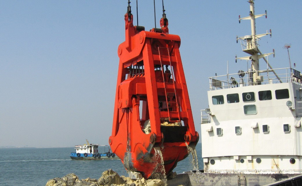 Underwater Dredging Grab Working picture.jpg