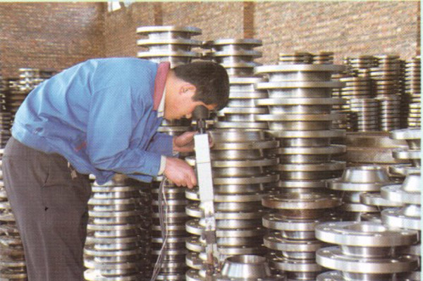 Stainless-steel-lap-joint-flanges-detecting.jpg