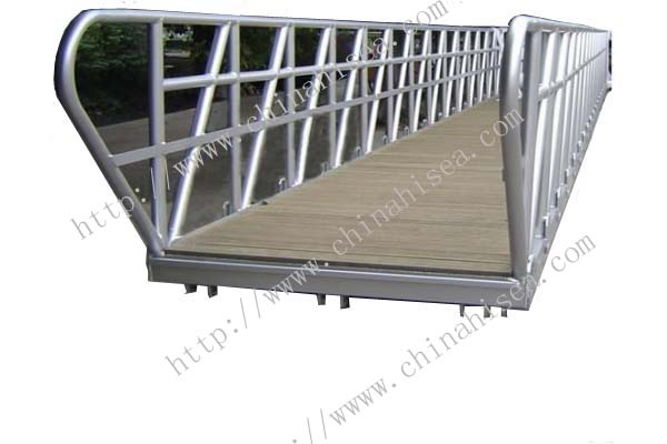 <strong>Wooden Decking Gangway</strong>